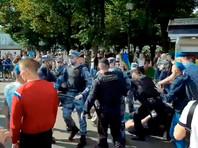 В московском парке Горького между бойцами Нацгвардии и отмечающими день ВДВ десантников произошло столкновение