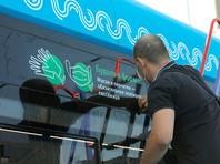 Размещение на электробусе наклеек с напоминанием о необходимости носить маски и перчатки в транспорте